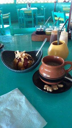 Puerto Juarez, Mexico: Coffee and Helado Sorpresa.