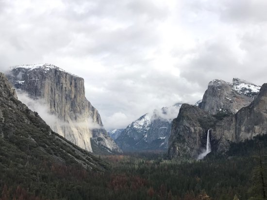 Evergreen Lodge at Yosemite: @Tunnelview inspirational point (guided group tour)