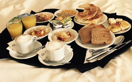 Aspen Towers Hotel: Desayuno en la habitación