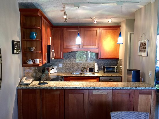 Kamaole Sands: Remodeled kitchen with granite counters and cherrywood cabinets