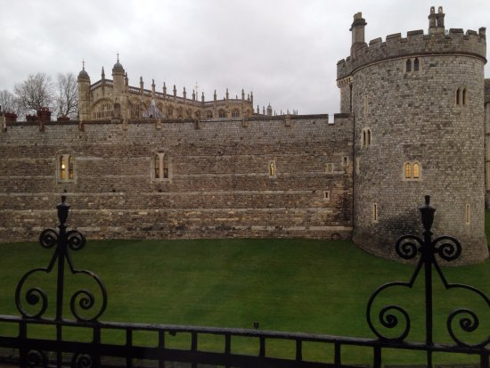 Castelo de Windsor: This is the view from the Harte and Garter Windsor.