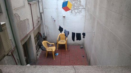 Petit Recoleta Hostel: Vista Espantosa y deprimente