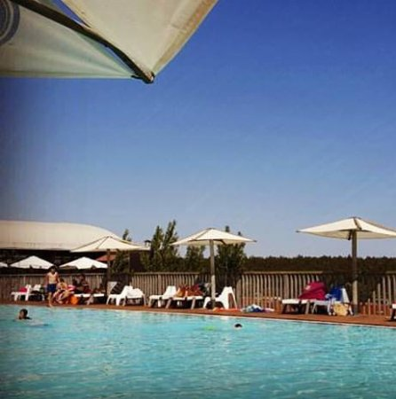 No calor do alentejo a piscina t o convidativa quanto for Piscina zmar