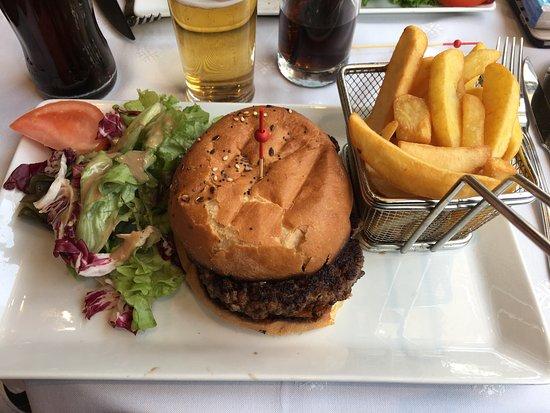 Le Lutece: Burger au cantal