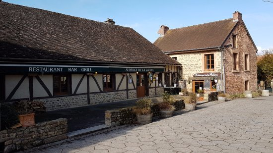Saint-Ceneri-le-Gerei, France : Auberge de la vallée.