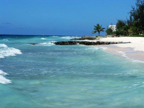 Крист-Черч, Барбадос: Bella passeggiata sulla spiaggia di  Accra Beach