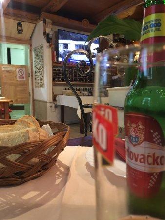 Karlobag, Croacia: Innenansicht, Rechnung
