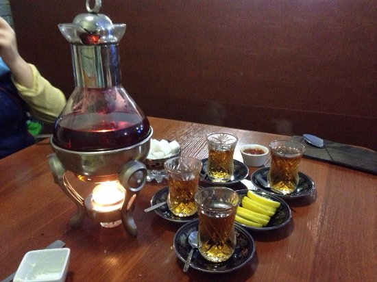 Kirovsk, Rusia: азербайджанский чай