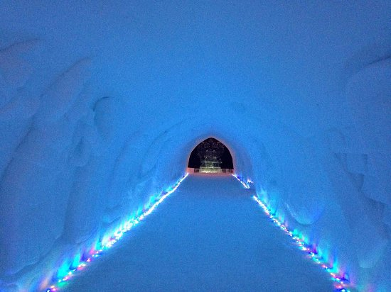 Kirovsk, Rusia: Снежная деревня