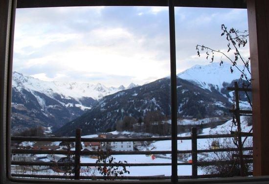 Ladis, Áustria: vue depuis une des chambres à coucher