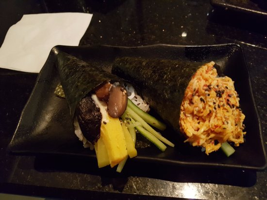 Sherwood Park, Canadá: Vegetable and spicy crab hand roll