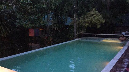 Evergreen Resort : Posizione ottima, soprattutto per la sera!  Al centro di Chaweng. Favoloso!!