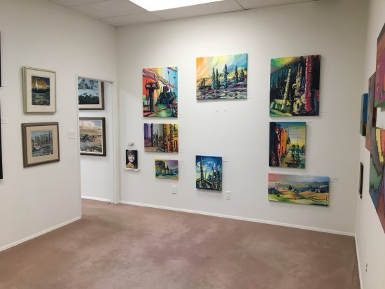 Osoyoos, Canada: Over 25 talented artists each with their own wall space.