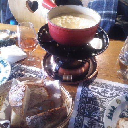 Chateau-d'Oex, Switzerland: Basic Cheese Fondue Service