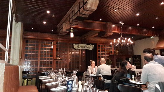 Frans & Cherie Bistro: Ravintolasalia