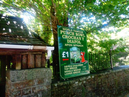 Devil's Bridge (Pontarfynach), UK: The Punch Bowl Entrance