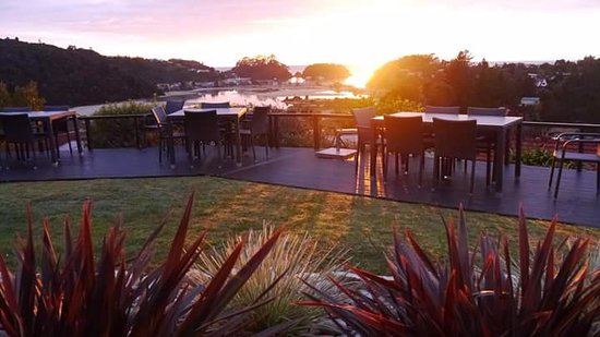 Kaiteriteri, นิวซีแลนด์: Enjoy the View at The Views Vegetarian Restaurant!