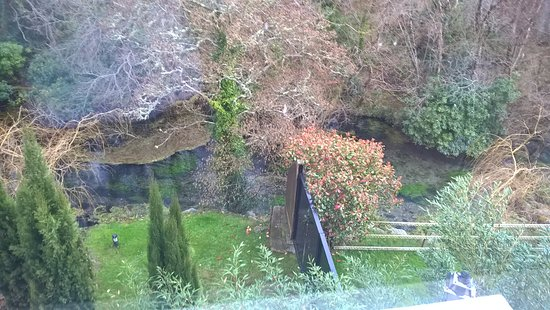 Muckross Park Hotel & Spa: river outside