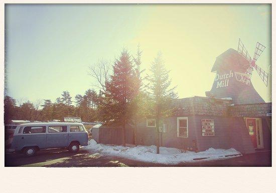 Dutch Mill Family Restaurant: Beautiful warm winter day!