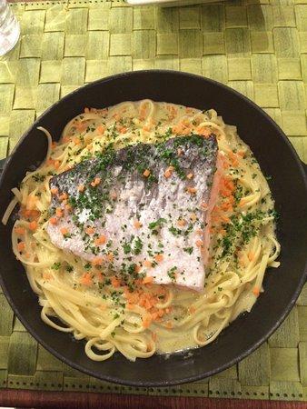 Maisons-Laffitte, Frankrike: Cocotte dos de saumon