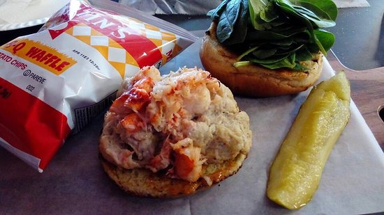 Camp Hill, Pensilvania: The Cru Crab cake sandwich with lobster on grilled brioche