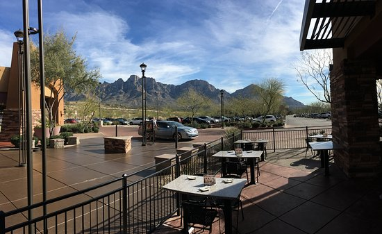 Oro Valley, AZ: Beautiful mountain views from our patio