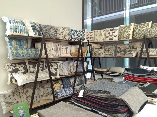 Geyserville, Californië: Decorative Pillows & Pillow Covers in The Showroom Area