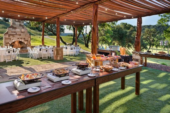 Tapatio Springs Hill Country Resort: Oaks Pavilion - Buffet Setup