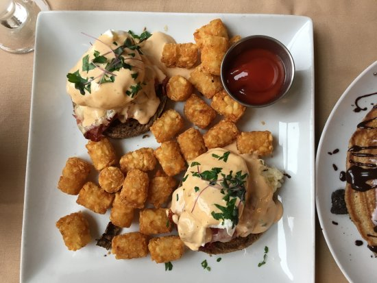 Bedford, PA: Reuben benedict with tater tots on the side