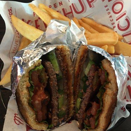 Red Robin Gourmet Burgers: photo1.jpg
