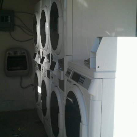 Elk City, OK: Our commercial laundry is located in the bath house near the front entrance.