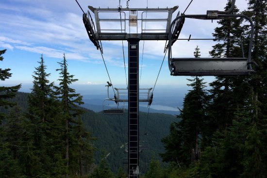 North Vancouver, Canadá: chai lift on grouse mountain