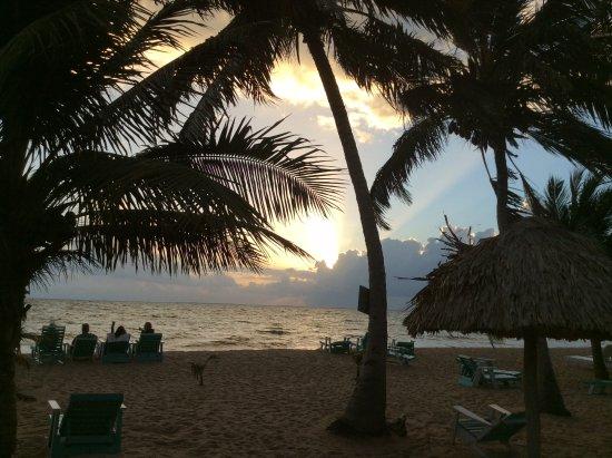 Seaspray Hotel: Sunrise from Seaspray beach.