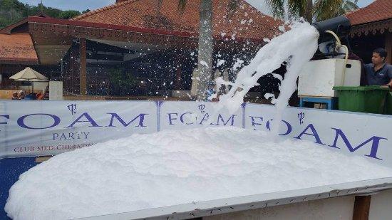 Club Med Cherating Beach: Foam Party