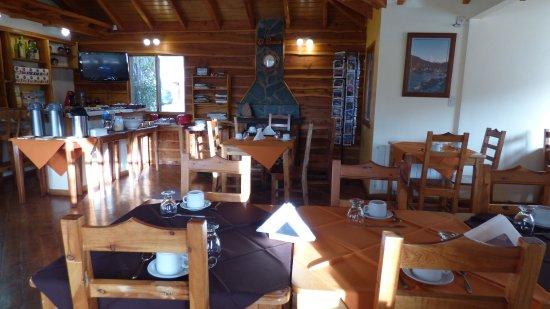 Hotel El Paraíso: Cálido salón desayunador