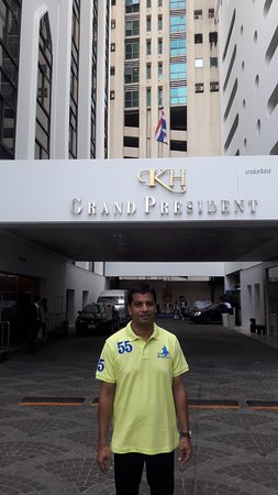 Grand President : in front of lobby.