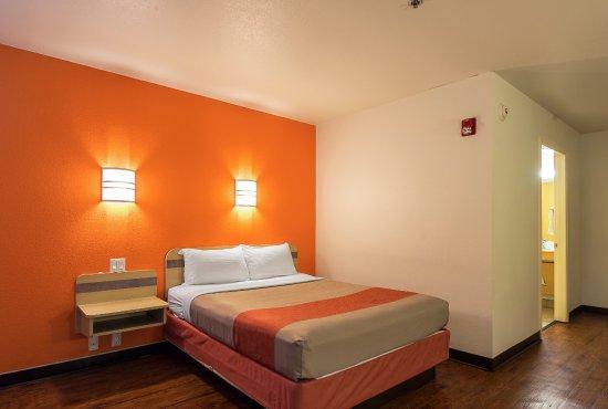 Entrance - Picture of Motel 6 Athens, Athens - Tripadvisor