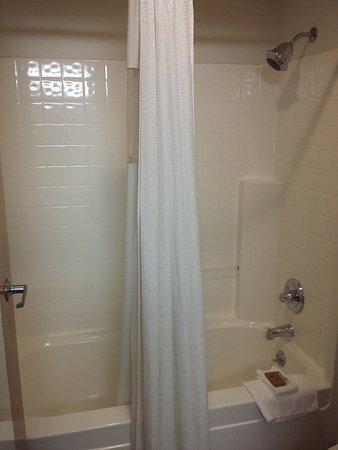 Peppermill Empress Inn: Bathroom