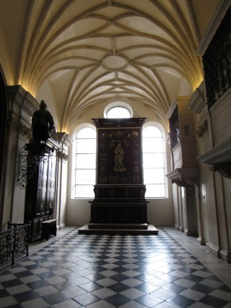 Hofkirche: Silver Chapel with silver embossed altar and statue of Madonna