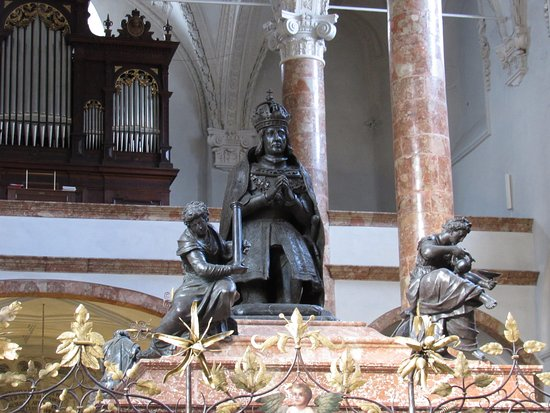Hofkirche: Statue of the kneeling Emperor Maximilian I on top of his cenotaph
