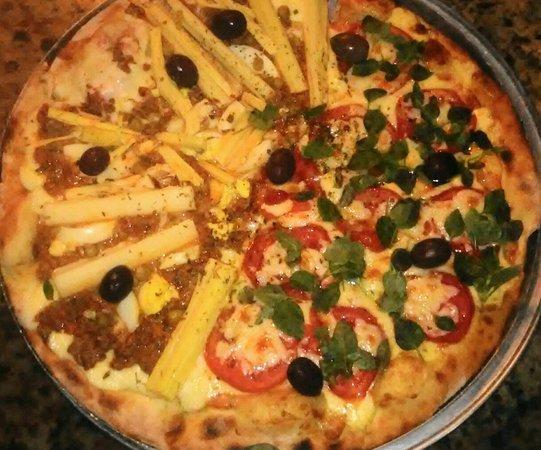 Boicucanga: pizza dois sabores massa fininha