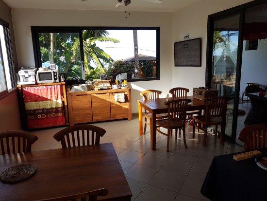Arrondissement de Saint-Pierre, Ile de La Réunion : L'accueil et la piscine