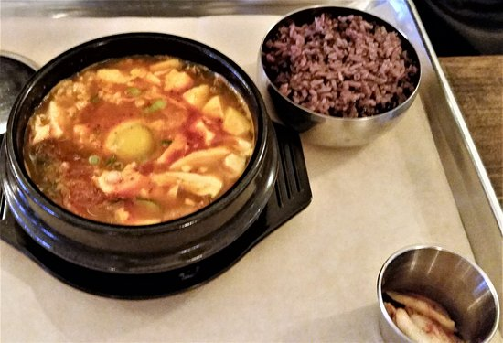 Troy, Нью-Йорк: Soft Tofu Stew with side of purple rice and house-made kimchi.