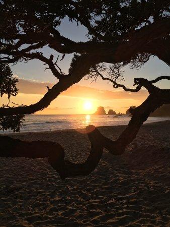 Whananaki, New Zealand: Two sunrises, both amazing.