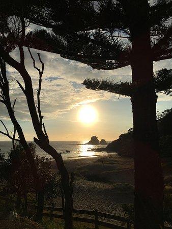 Whananaki, Neuseeland: Two sunrises, both amazing.