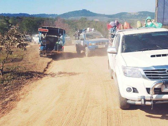 Phitsanulok, Thaïlande : ทางขึ้นภูลมโลด้วยรถของกลุ่มชุมชน