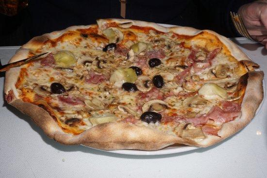 Vilafranca del Penedès, España: Pizza 4 estacions, el aspecto lo dice todo, una gran pizza