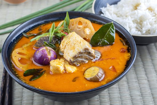 Bophut, Tayland: Fish and eggplants curry. Recipe on our Blog. InFusion Cooking Classes Koh Samui.