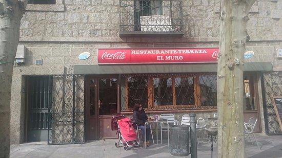 El Escorial, Spanyol: el muro escorial