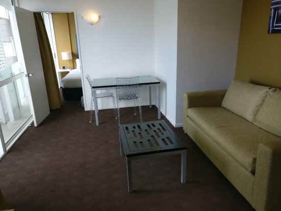 The Quadrant Hotel and Suites Auckland: One-bedroom apartment, living room